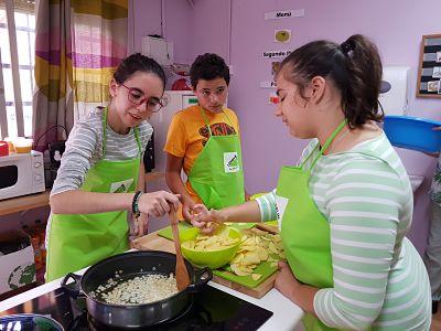 Taller de Cocina con el alumnado del Aula Específica