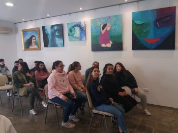 """Alumnado de 2º de ESO visita la exposición """"Rosa, Azul o el que tu quieras"""""""